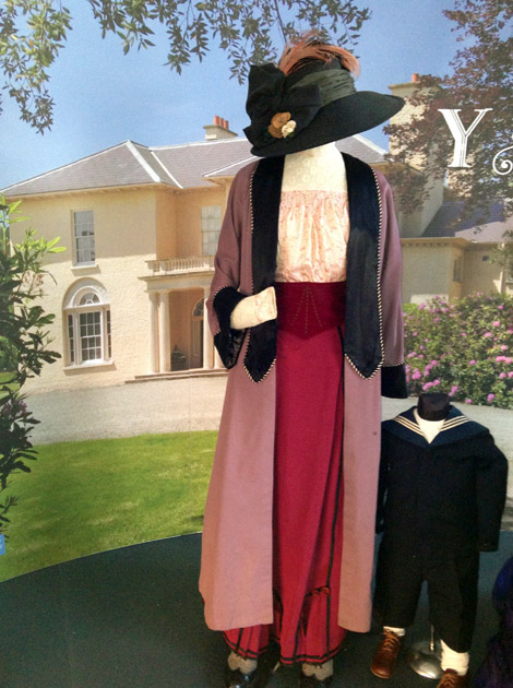 S4C Y Plas, Lady and Child costumes